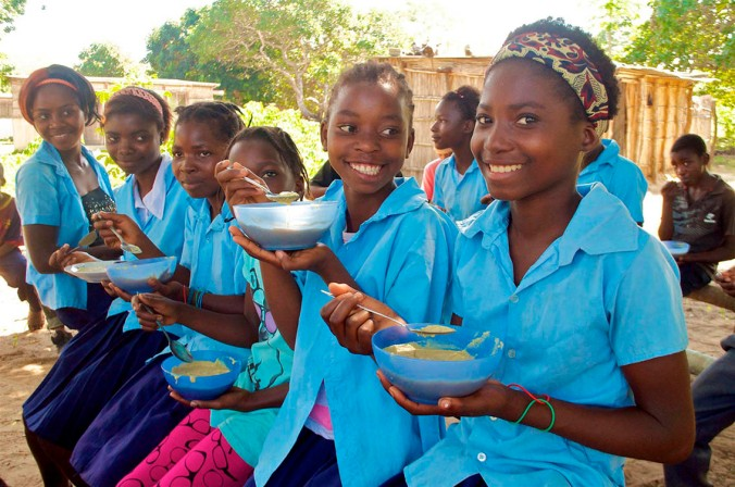girls eating Food For Knowledge Mozambique
