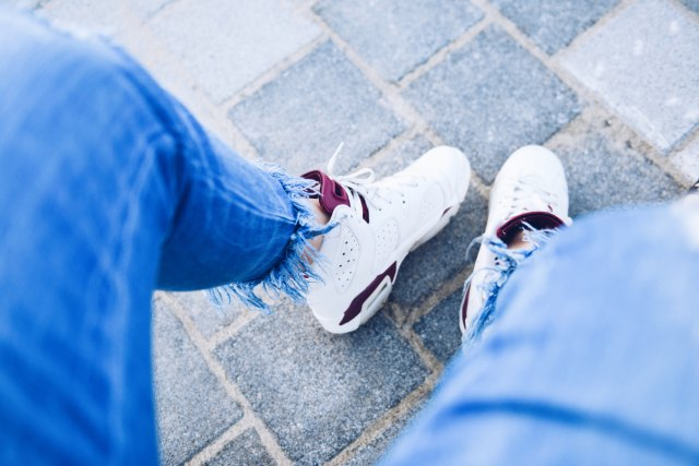 Humana_secondhand_jeans_bajos_deshilachados