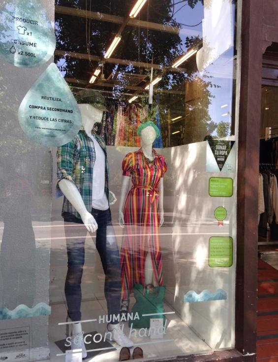 Humana_Secondhand_Granada_Constitución_tienda_escaparate